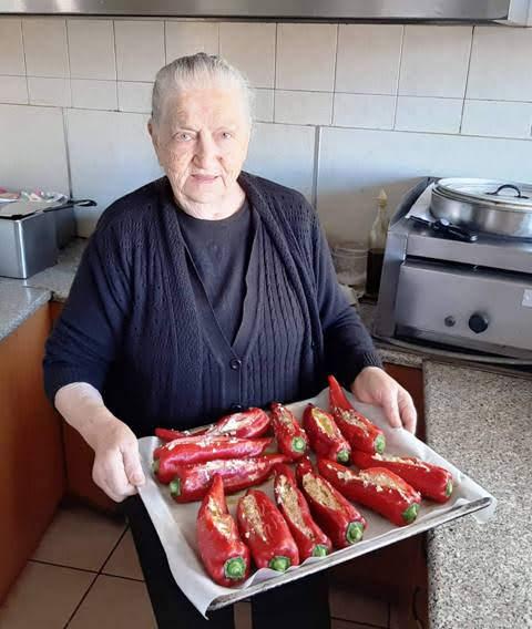 babcia z nadziewanymi paprykami