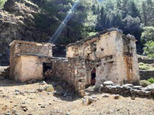 ruiny opuszczonej wioski