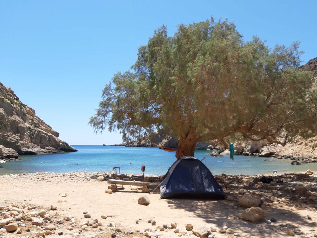 namiot na pustej plaży