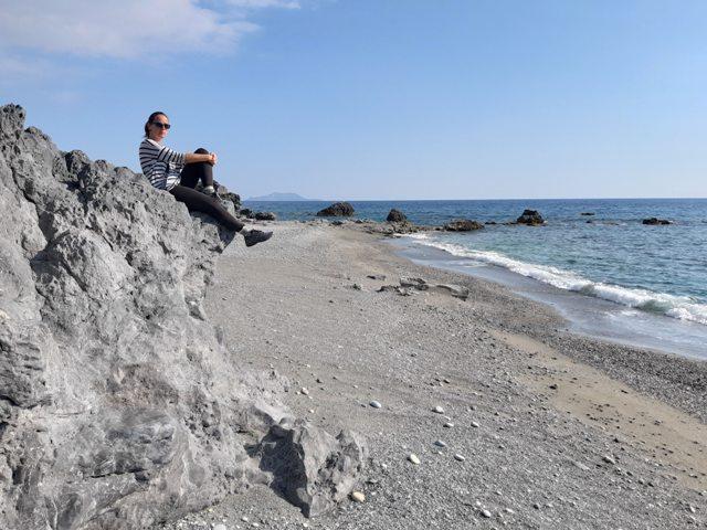 ja na skale na plaży za Ligres