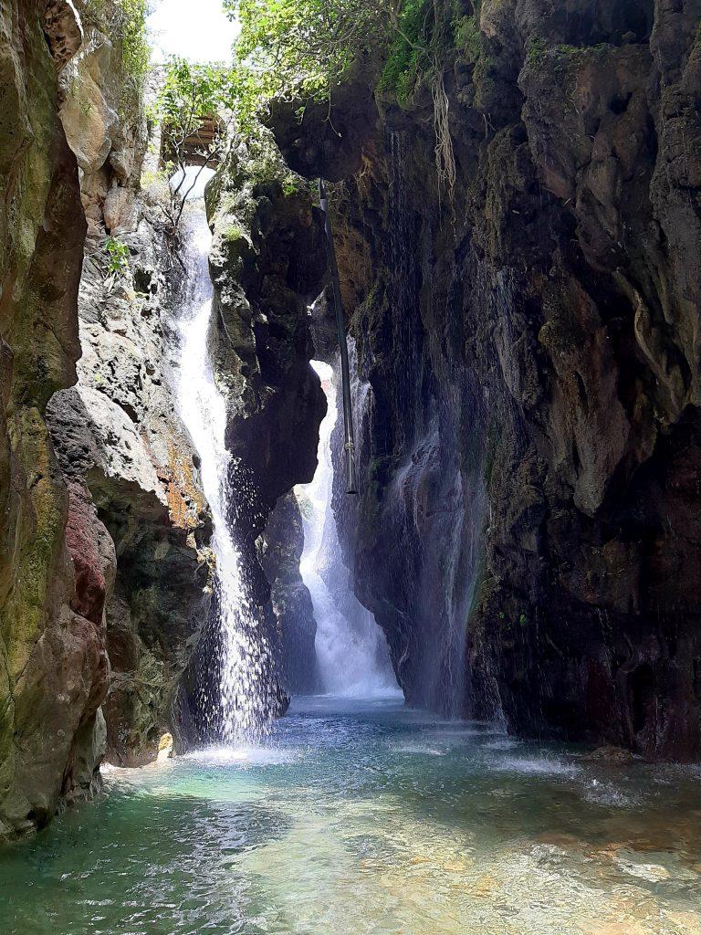 wodospad w wąwozie kourtalioti