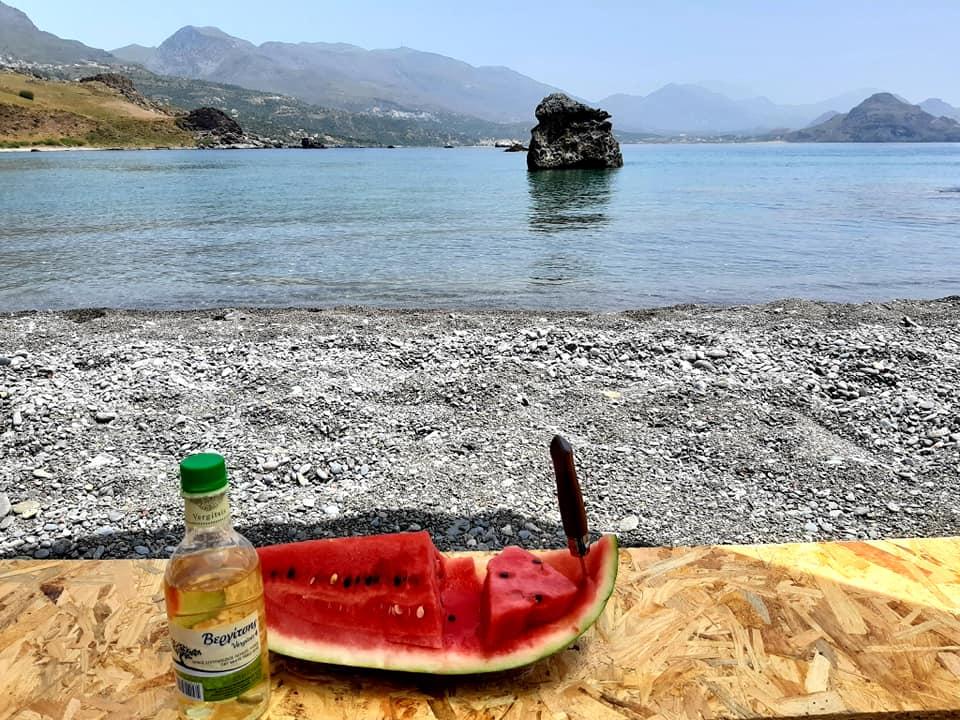 arbuz i wino na plaży