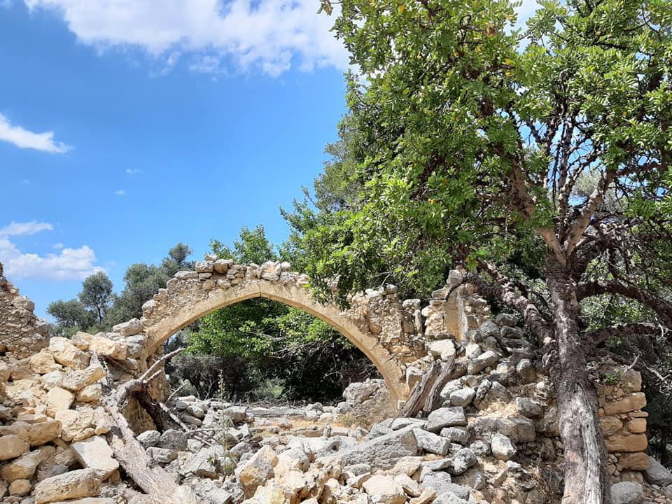 kamienny łuk
